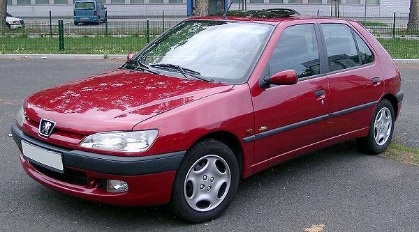 800px-Peugeot_306_front_20080822.jpg