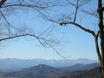車道から南、左手に見える山々