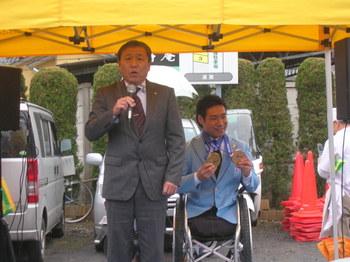 市長と鈴木猛史選手