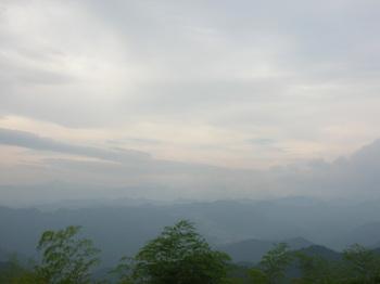 顔振峠から富士山方向
