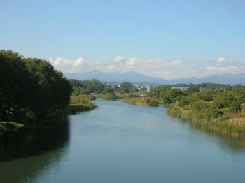 橋の上から大岳山