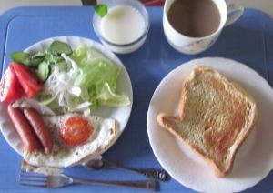 胚芽パンの朝食