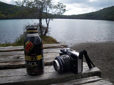 小沼湖畔で休憩