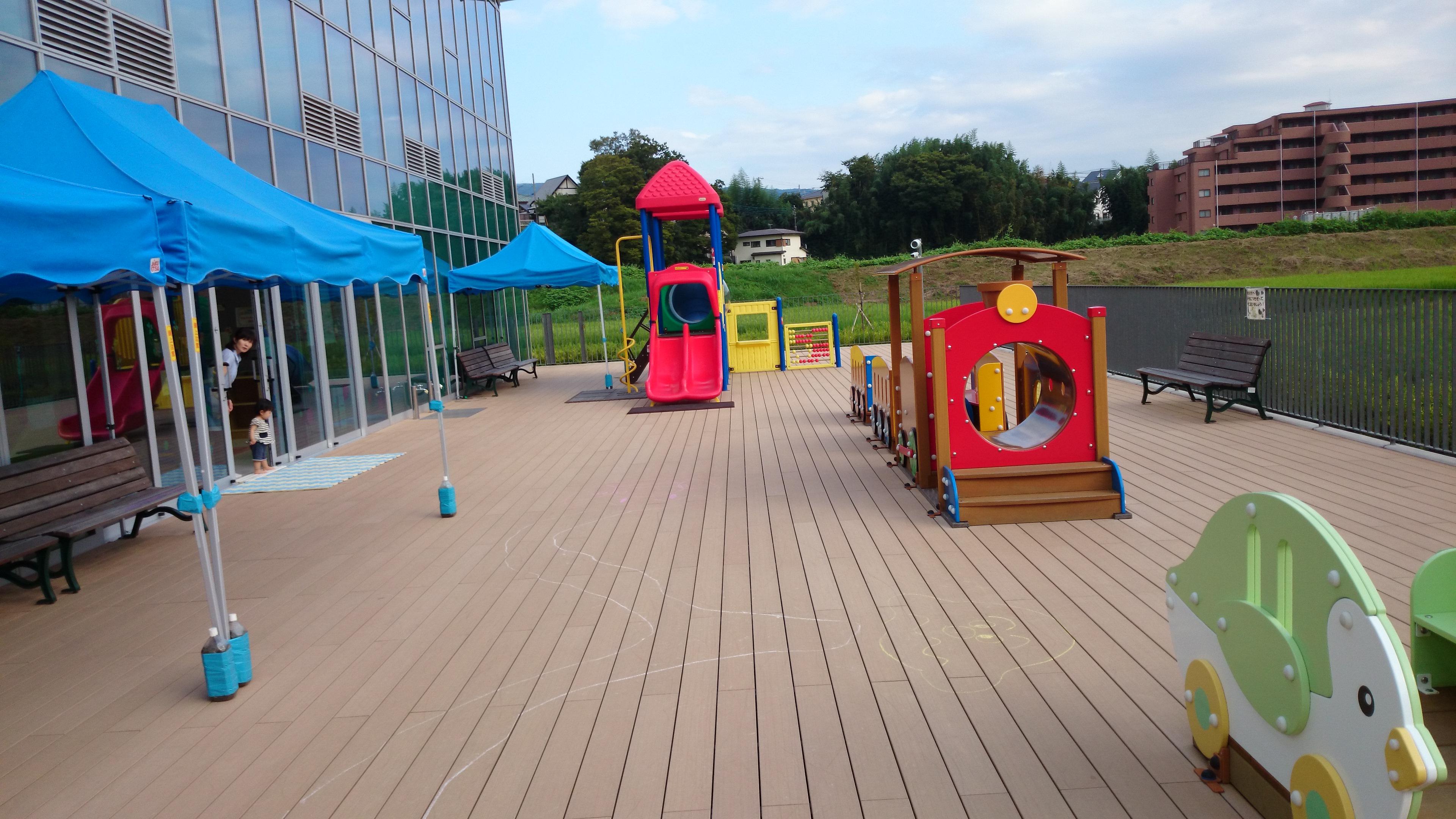 子育て交流センター野外広場
