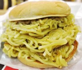 大勝軒 元祖つけ麺バーガー (7)