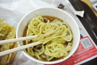 大勝軒 元祖つけ麺バーガー (9)