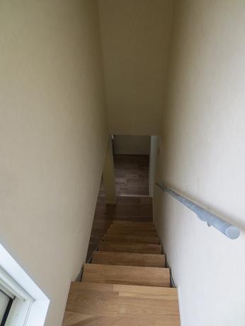 府中アパートU7屋上より階段b