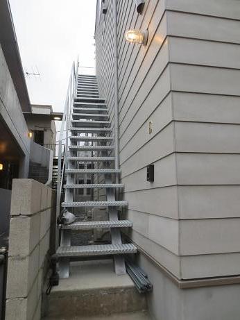 下北沢3階への階段