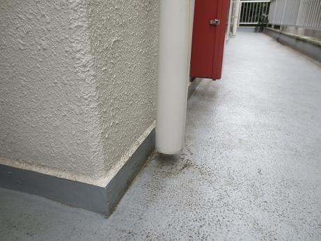 排水口3階廊下アップ