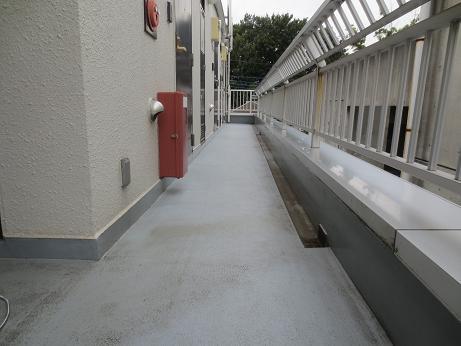排水口4階廊下