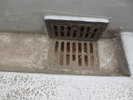 排水口4階廊下アップ