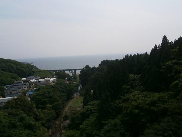 谷間の鉄橋