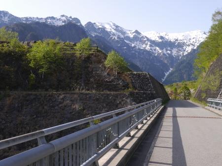 橋から見る北アルプス