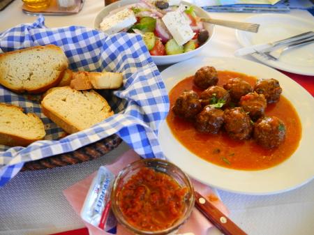 昼食タベルナ ケフテデストマトソース