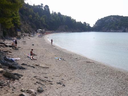 朝のスタフィロスビーチ