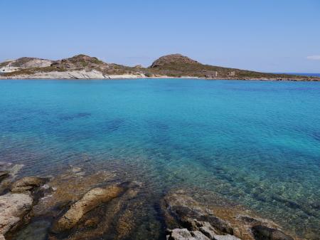 キモロス島タベルナ近くの海