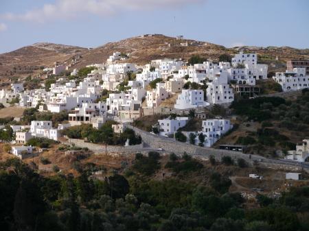 ナクソス島朝の白い村
