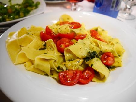 タリアテッレトマトバジルソース