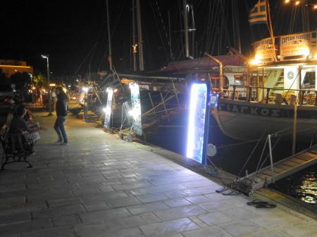 夜のアダマス クルーズ船受付