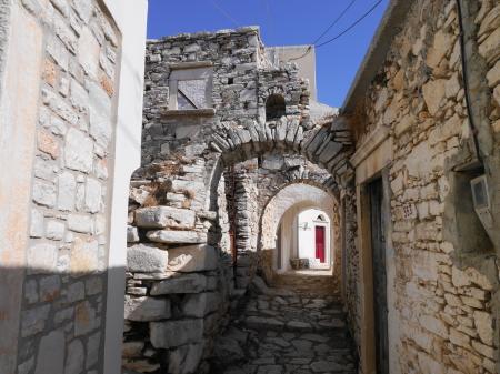 アピラソス 石畳の路地