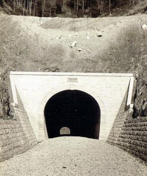 呼坂隧道01