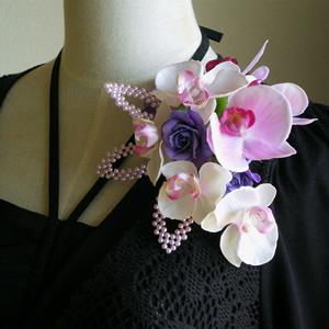 ラベンダー胡蝶蘭とローズの結婚式コサージュ