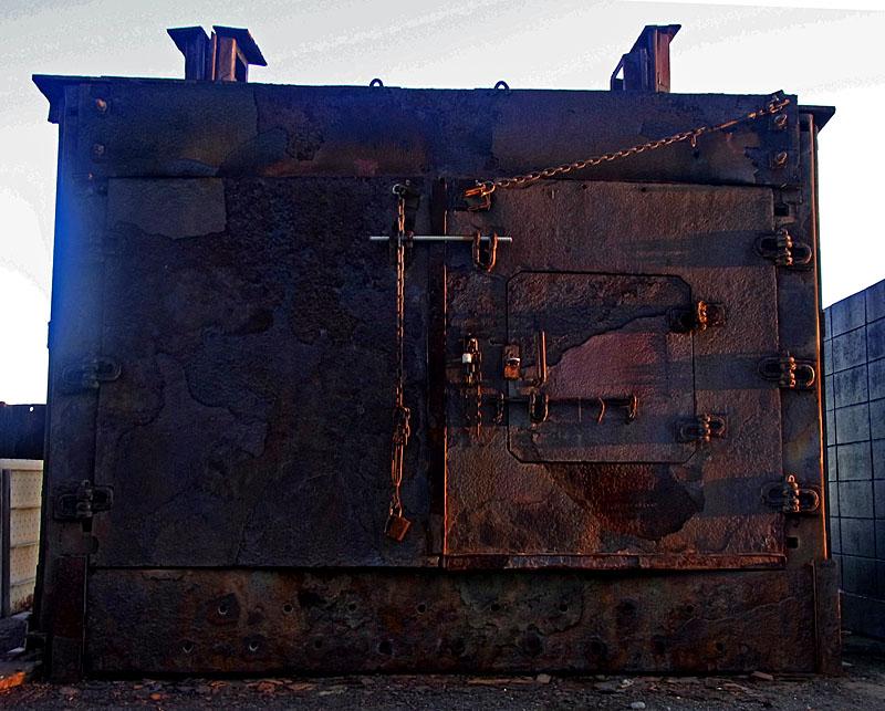 110911錆びた焼却炉1