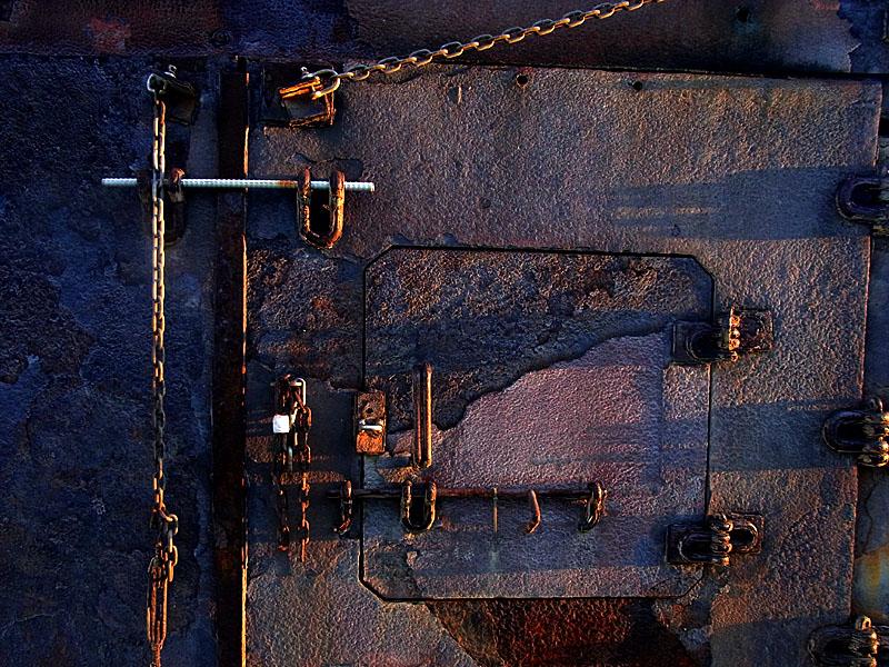 110911錆びた焼却炉2