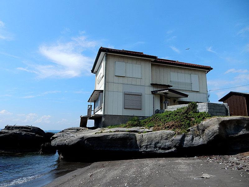 海に近すぎる家2