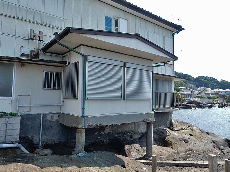 海に近すぎる家3