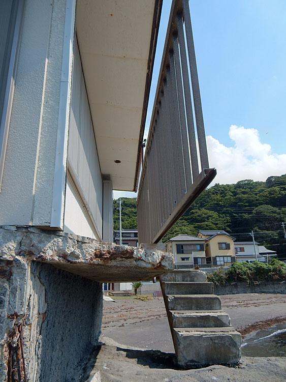 海に近すぎる家4