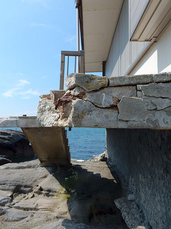 海に近すぎる家5