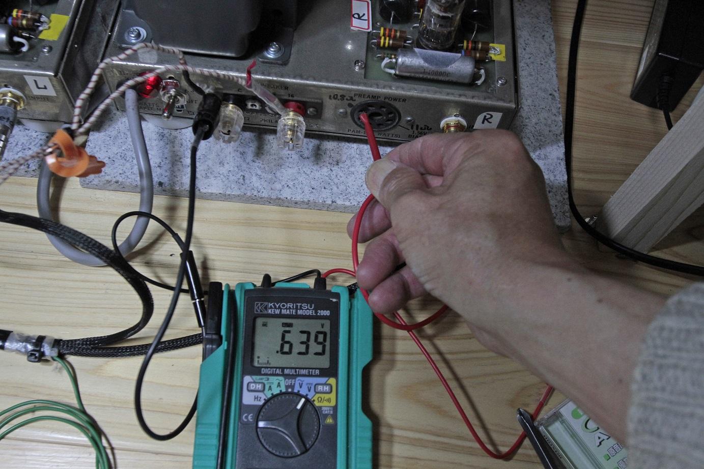 バイアス電圧右