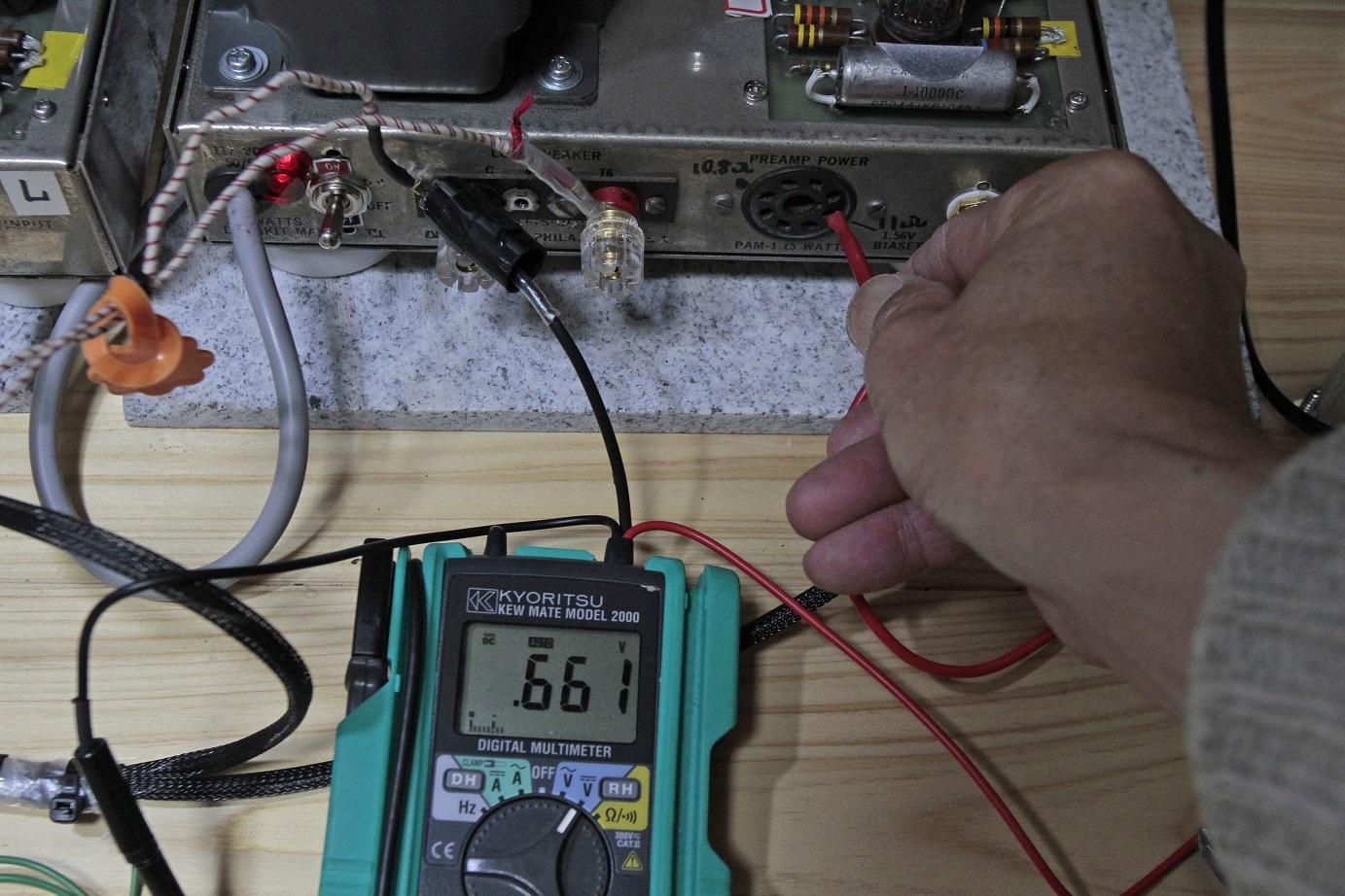 バイアス電圧左