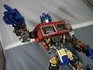 ULTIMETAL UM-01 OPTIMUS PRIME 01 FIGURE051