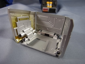 ULTIMETAL UM-01 OPTIMUS PRIME 02 ARMOR011