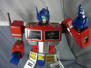 ULTIMETAL UM-01 OPTIMUS PRIME 03 PARTSACTION035
