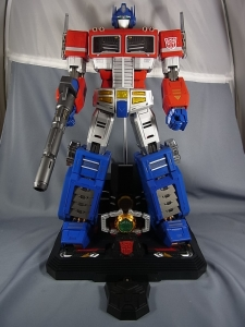 ULTIMETAL UM-01 OPTIMUS PRIME 03 base stand001