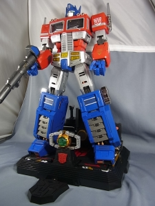 ULTIMETAL UM-01 OPTIMUS PRIME 03 base stand002