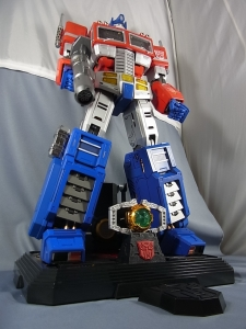 ULTIMETAL UM-01 OPTIMUS PRIME 03 base stand003