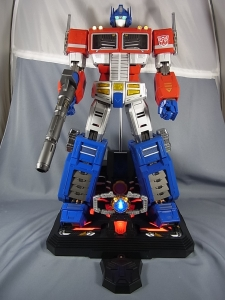 ULTIMETAL UM-01 OPTIMUS PRIME 03 base stand004