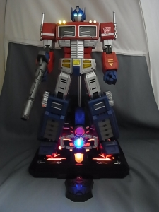 ULTIMETAL UM-01 OPTIMUS PRIME 03 base stand006