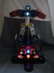 ULTIMETAL UM-01 OPTIMUS PRIME 03 base stand007