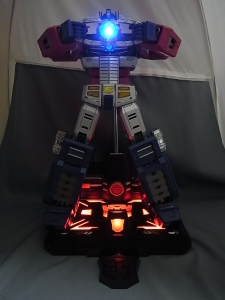 ULTIMETAL UM-01 OPTIMUS PRIME 03 base stand009