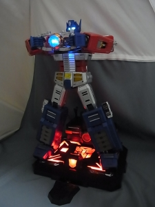 ULTIMETAL UM-01 OPTIMUS PRIME 03 base stand011