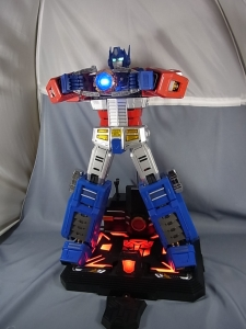 ULTIMETAL UM-01 OPTIMUS PRIME 03 base stand012