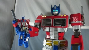 ULTIMETAL UM-01 OPTIMUS PRIME 04 ACTION001