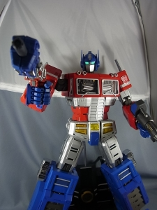 ULTIMETAL UM-01 OPTIMUS PRIME 04 ACTION003