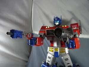 ULTIMETAL UM-01 OPTIMUS PRIME 04 ACTION007