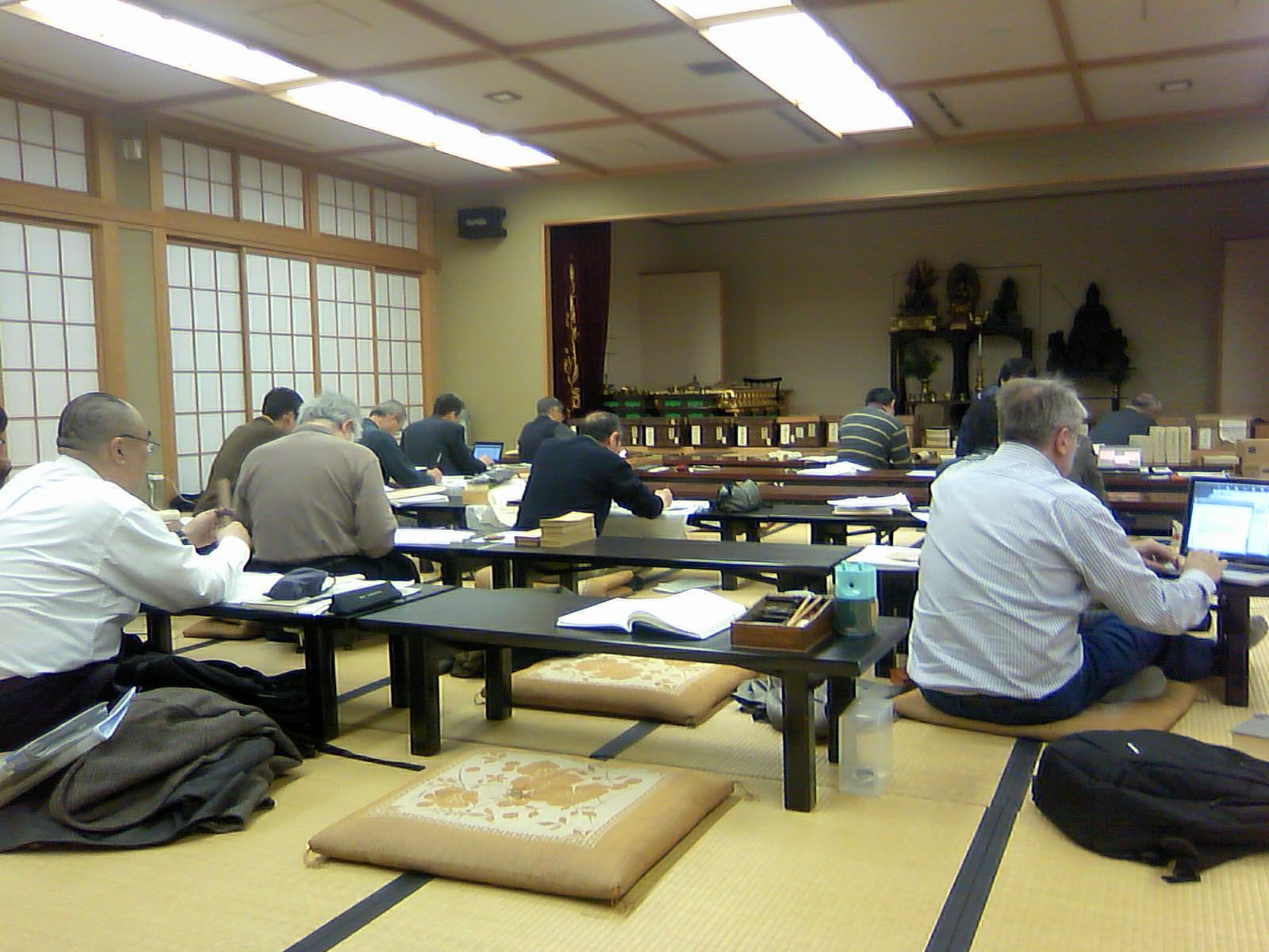 石山寺文化財綜合調査団の調査風景